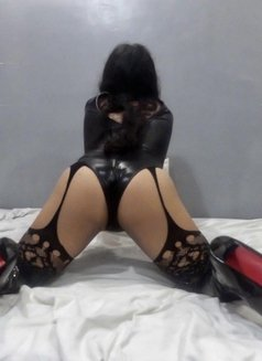 Goddess Scarlet - Transsexual dominatrix in Cebu City Photo 4 of 9
