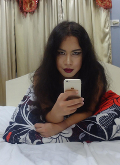 Goddess Scarlet - Transsexual dominatrix in Cebu City Photo 2 of 9
