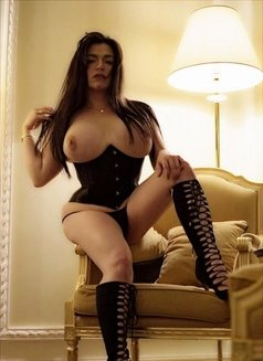 Ur Porno Diva - Transsexual escort in Abu Dhabi Photo 9 of 21