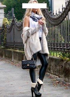 Helen - escort in Paris Photo 6 of 10