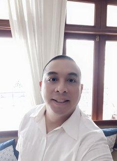 Herry - Male escort in Jakarta Photo 8 of 10