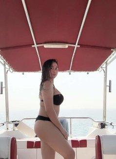 Hot Shemale Razzan - Transsexual escort in Abu Dhabi Photo 2 of 7