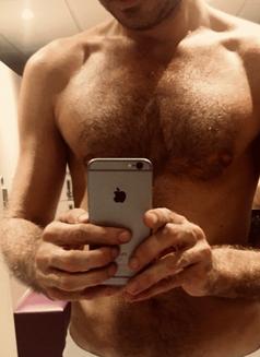 Hugo Sex Massage - Male escort in Lille Photo 4 of 11