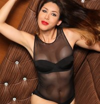 Courtesan shemale - Transsexual escort in Tokyo Photo 13 of 15