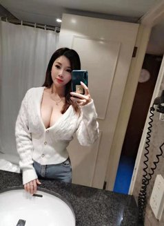 Carla,Busty Independent Girl - escort in Hong Kong Photo 2 of 10