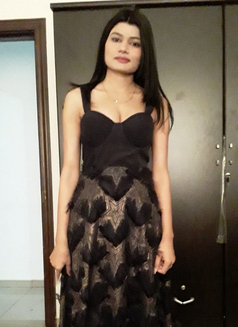 Indian Girl Sajal - escort in Dubai Photo 1 of 3