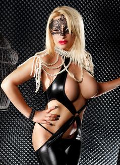 Isabela - escort in Munich Photo 2 of 6