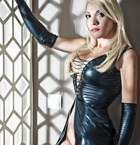 Isabella Bigcock24cm - Transsexual escort in Manchester