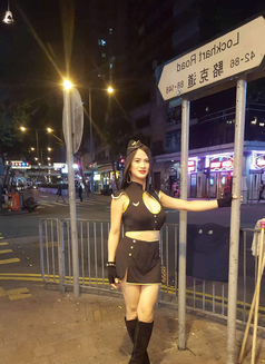 Izzy - Transsexual escort in Hong Kong Photo 2 of 4