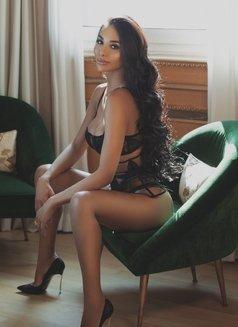 JASMINE VIP - Transsexual escort in Milan Photo 2 of 25