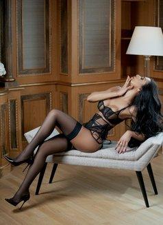 JASMINE VIP - Transsexual escort in Milan Photo 8 of 25