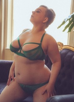 Joanne Campbell - bbw fetish escort - escort in London Photo 1 of 12
