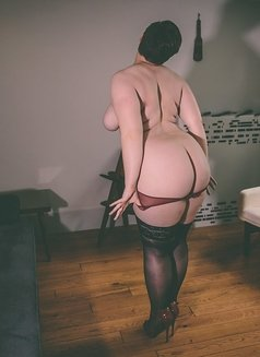 Joanne Campbell - bbw fetish escort - escort in London Photo 7 of 12
