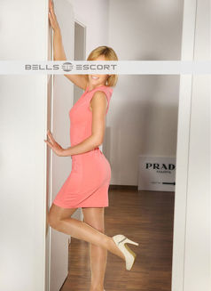 Johanna Junker - escort in Munich Photo 4 of 5