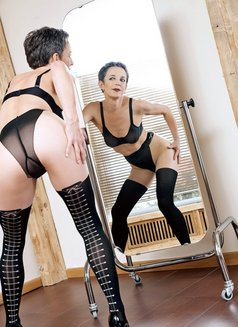 Johanna Weber - dominatrix in Berlin Photo 2 of 13