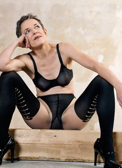 Johanna Weber - dominatrix in Berlin Photo 3 of 13