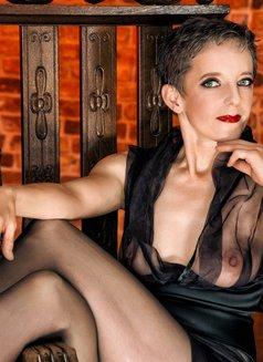 Johanna Weber - dominatrix in Berlin Photo 5 of 13