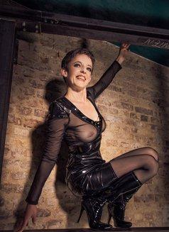Johanna Weber - dominatrix in Berlin Photo 6 of 13