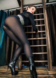 Johanna Weber - dominatrix in Berlin Photo 7 of 13