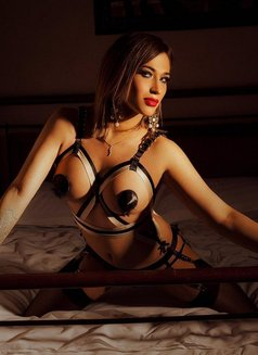 Juli Have Poppres - Transsexual escort in Berlin Photo 3 of 6