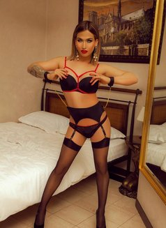 Juli Have Poppres - Transsexual escort in Berlin Photo 5 of 6