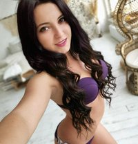 Julia - escort in İstanbul Photo 1 of 6