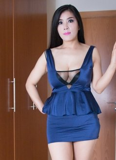 Julie 36EE A Level Real Lesbian Show - escort in Dubai Photo 8 of 9