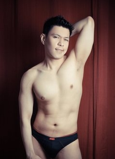 Justin - Male escort in Makati City Photo 1 of 8