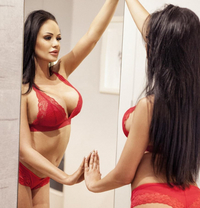 Kamilla - escort in İstanbul Photo 1 of 8