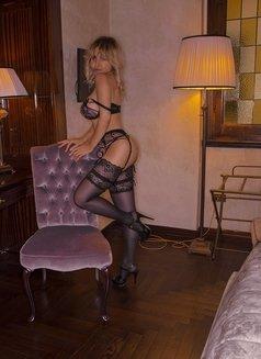 Karla Kalypso australian italian - escort in Paris Photo 2 of 13
