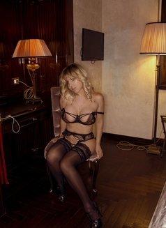 Karla Kalypso australian italian - escort in Paris Photo 1 of 13