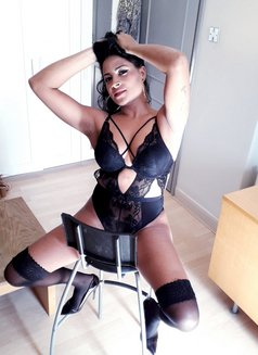 Karol - escort in London Photo 5 of 14