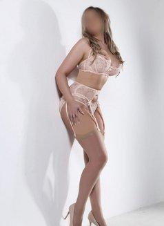 Kelly Showgirlz Escorts - escort in Manchester Photo 2 of 4