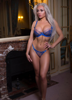 Kiaralove - escort in Paris Photo 11 of 11