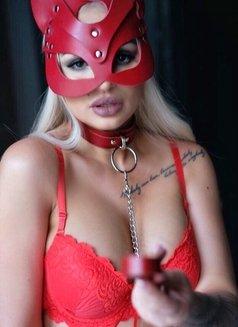 Kristina - escort in Paris Photo 4 of 8