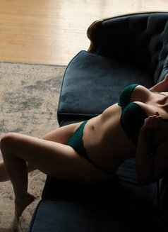 Lacy Rose - escort in Windsor Photo 7 of 11