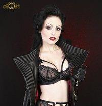 Lady Blackdiamoond - dominatrix in Berlin