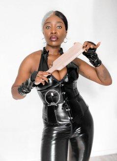 Lady - dominatrix in Paris Photo 2 of 3