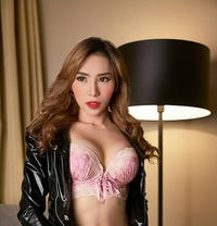 Available Camshow - Transsexual escort in Manila