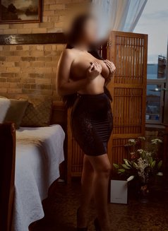 Lara Lee - escort in Toronto Photo 6 of 6