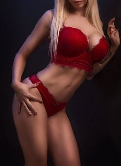 Larissa Larianov - escort in Toronto Photo 5 of 10