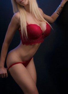 Larissa Larianov - escort in Toronto Photo 6 of 10