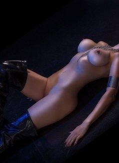 Larissa Larianov - escort in Toronto Photo 7 of 10
