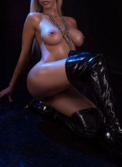 Larissa Larianov - escort in Toronto Photo 8 of 10