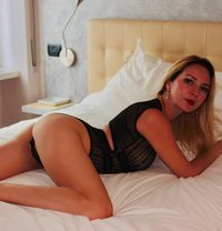 Laura - escort in Milan