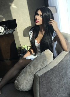Layla - Transsexual escort in Abu Dhabi Photo 1 of 11
