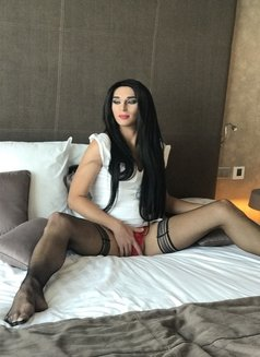 Layla - Transsexual escort in Abu Dhabi Photo 5 of 11