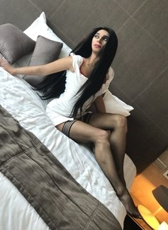 Layla - Transsexual escort in Abu Dhabi Photo 6 of 11