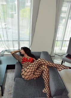 Layla - Transsexual escort in Abu Dhabi Photo 7 of 11