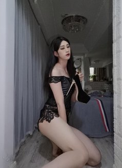 Lily - Transsexual escort in Shanghai Photo 8 of 14